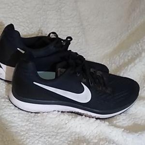 Nike Zoom sneakers 10.5